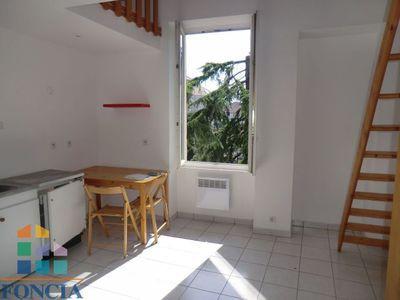 Locations immobilières 1 pièce à Voiron (38500) - Superimmo