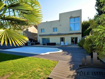 Maison, 275 m²