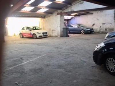 Parking, 230 m²
