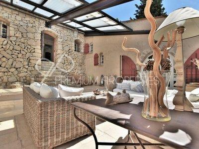 Achat maison 7 pièces à Châteauneuf-Grasse (06740) - Superimmo 979d6705433b