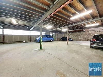 Parking, 300 m²